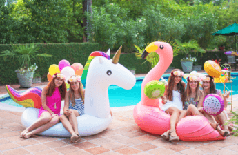 Boia Flamingo Pool Party